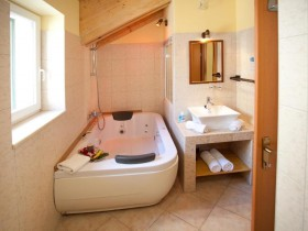 Authentic_Luxury_Romantic_Double_Room_10_(Split,_Croatia)